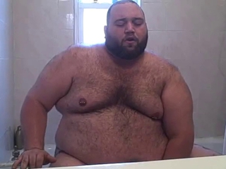 Chubby Bear playing in the tub / 898