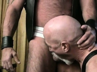 Bear Mac Brody Fucks His Skinny Leather Friend / 182